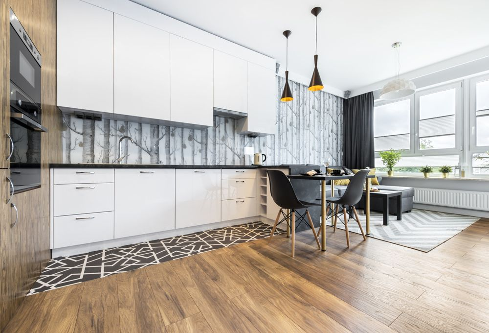 Küche mit Holzfußboden